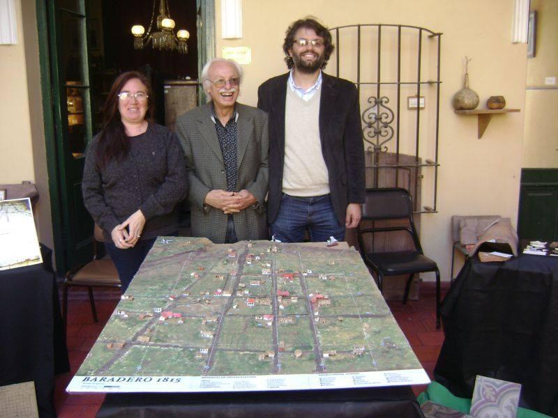 Adrián y Ulises Camino flanqueando a Verónica Noya.